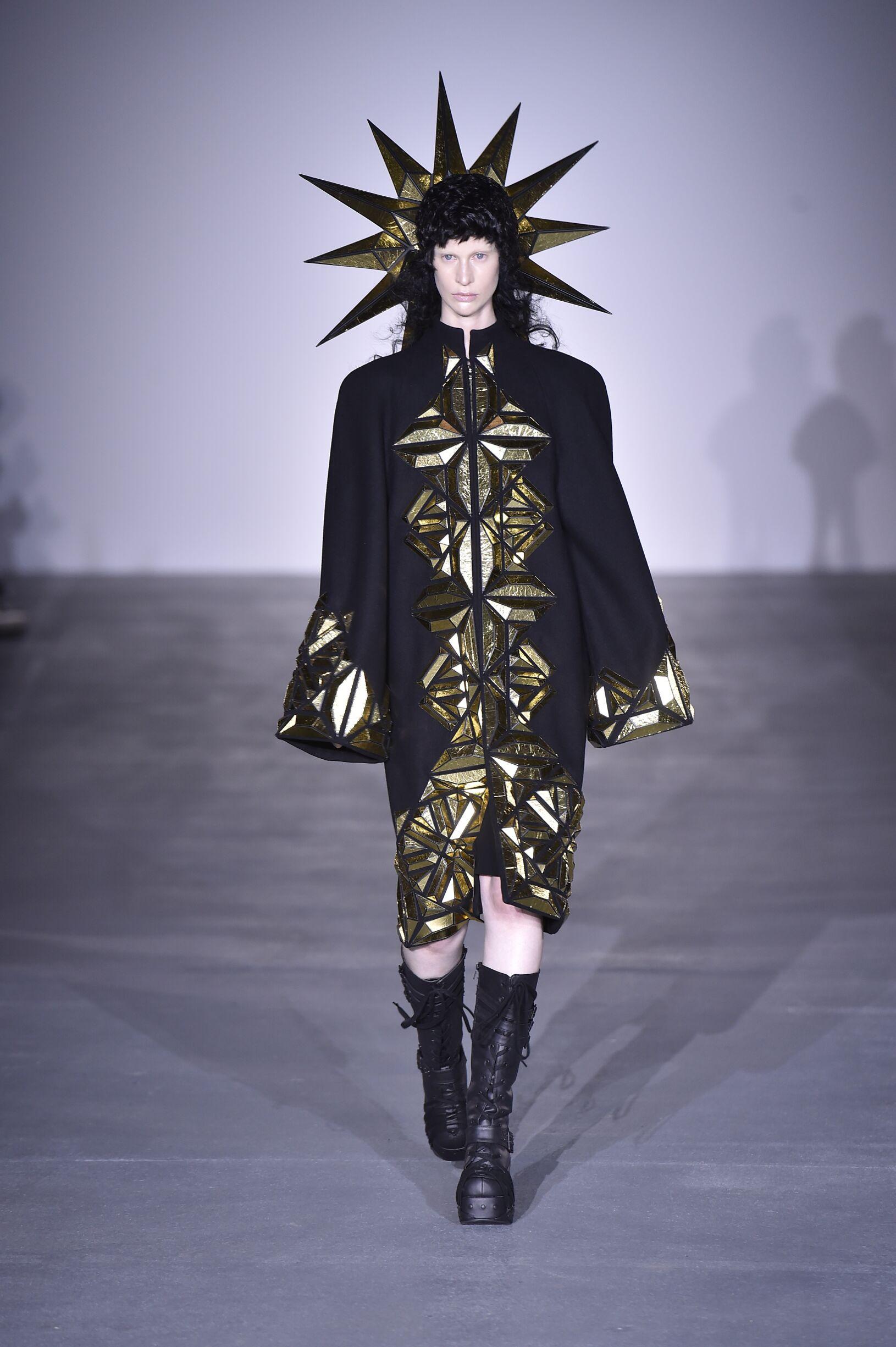 Archive: Gareth Pugh Spring Summer 2017 Women's Collection - London Fashion Week