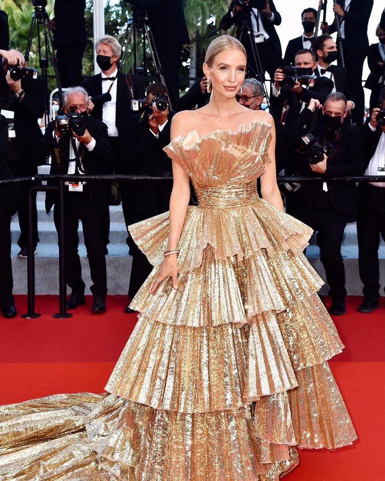 Social Media Influencer Leonie Hanne on digital fashion shows and corona hobbies